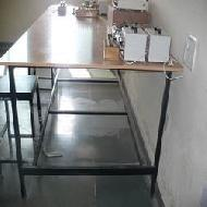 Laboratory Tables Manufacturers